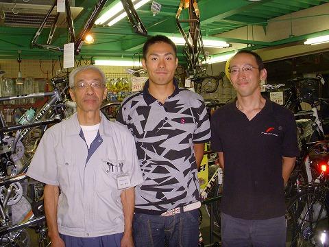 トライアスロン北京五輪代表・山本良介選手とQBEIスタッフ
