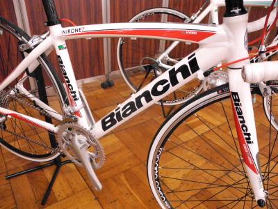 Bianchi(ビアンキ)2012年モデル Via Nirone AluCarbon Alu(ヴィアニローネ) Sora 9sp Compact
