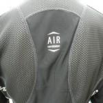 PEARLiZUMi 2013年 1500-BL プレミアムウィンドブレークジャケットの背面