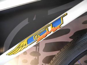 GT(ジーティー)のクラシカルロゴ