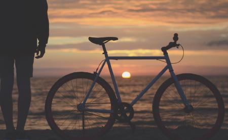 夜間走行の自転車用ライトの選び方