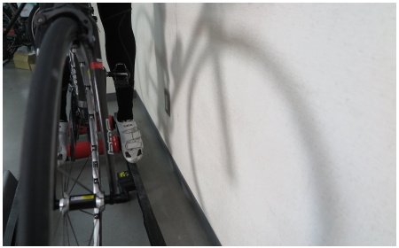 3本ローラー台の乗り方 壁との距離