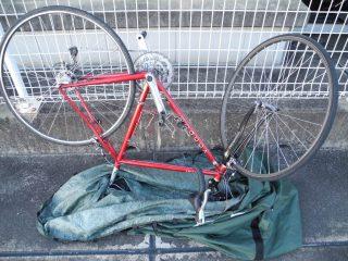 自転車を倒立させる
